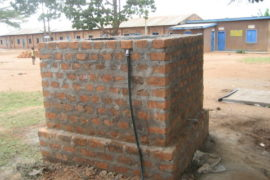 drop-in-the-bucket-uganda-completed-wells-nauyo-primary-school-006