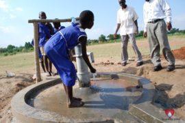 drop-in-the-bucket-charity-africa-uganda-maundo-primary-school-water-well-photos-02