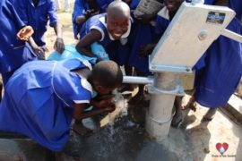 drop-in-the-bucket-charity-africa-uganda-maundo-primary-school-water-well-photos-03