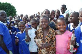 drop-in-the-bucket-charity-africa-uganda-maundo-primary-school-water-well-photos-05