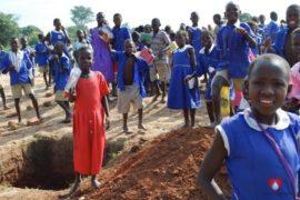drop-in-the-bucket-charity-africa-uganda-maundo-primary-school-water-well-photos-07