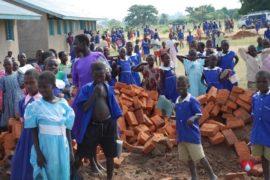 drop-in-the-bucket-charity-africa-uganda-maundo-primary-school-water-well-photos-09