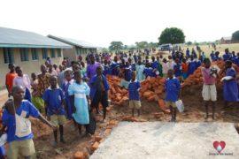 drop-in-the-bucket-charity-africa-uganda-maundo-primary-school-water-well-photos-10