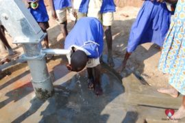 drop-in-the-bucket-charity-africa-uganda-maundo-primary-school-water-well-photos-12