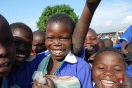 drop-in-the-bucket-charity-africa-uganda-maundo-primary-school-water-well-photos-20
