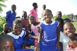 drop-in-the-bucket-charity-africa-uganda-maundo-primary-school-water-well-photos-23