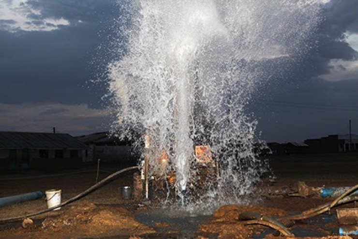 Drop in the Bucket drillers hitting water at a well for the Kyere Township Primary School in Serere, Uganda