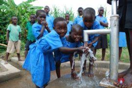 waterwells_africa_uganda_dropinthebucket_stcharleslwangakakinduprimaryschool148
